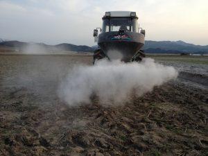 土壌改良剤の散布